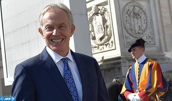 Former British Prime minister Tony Blair smiles as he arrives to greet Pope Francis during the weekly general audience at St Peter's square on September 13, 2017 in Vatican.  / AFP PHOTO / ANDREAS SOLARO