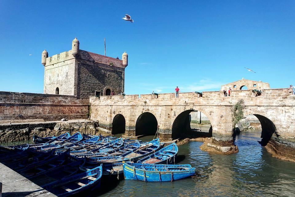 Qué-ver-en-Essaouira-fortaleza-y-barcas
