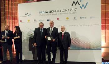 medaweek-2017-m.-mezouar-recoit-a-barcelone-le-prix-mediterranee-de-lu2019ascame-m