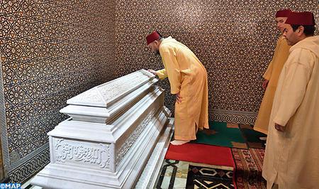amir_al-mouminine_preside_a_rabat_une_veillee_religieuse-m